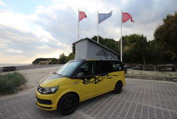 Hire a motorhome in Grömitz from private owners| Volkswagen Bulli SeasideHolidays