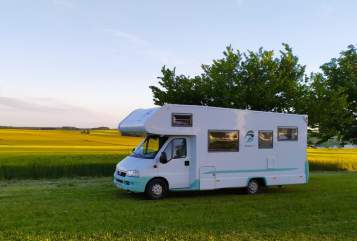 Hire a motorhome in Nonnenhorn from private owners| Weinsberg Die Minze