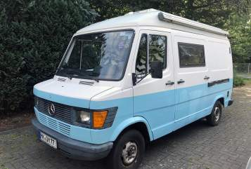 Hire a motorhome in Schneverdingen from private owners| Mercedes Magic Bus