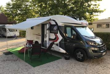 Hire a motorhome in Hamm from private owners| Challenger Bonnie