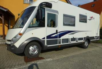 Hire a motorhome in Warberg from private owners| Carthago Karlchen
