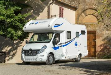 Hire a motorhome in Stuttgart from private owners| Ahorn Waumobil