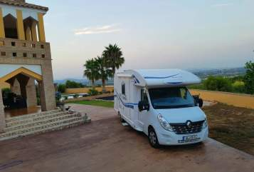 Hire a motorhome in Bergisch Gladbach from private owners| Renaullt  Master RoadRunner