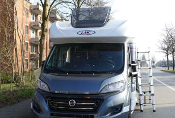 Hire a motorhome in Quarnbek from private owners| LMC Breezer H 737 G   Mrs. Sandra
