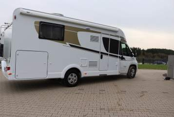 Hire a motorhome in Wiehl from private owners| Carado MadeiraT449(3)