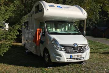 Hire a motorhome in Stuttgart from private owners| Ahorn Familienschwoab