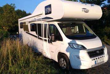 Hire a motorhome in Pliening from private owners| Carado Carado Alkoven