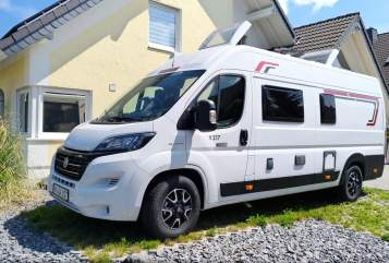 Hire a motorhome in Kruft from private owners| Challanger Pellenz Camper