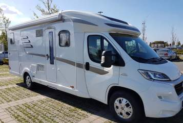 Hire a motorhome in Berlin from private owners| Hymer Lucy