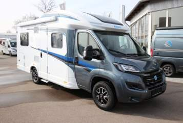 Hire a motorhome in Erding from private owners| Knaus Skywave