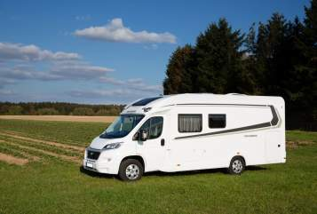 Hire a motorhome in München from private owners| Weinsberg Prinz Poldi