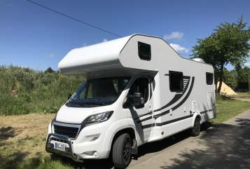 Hire a motorhome in Warendorf from private owners| Knaus Knaus Edition