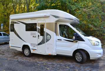 Hire a motorhome in Potsdam from private owners| Chausson Schnappt Shorty