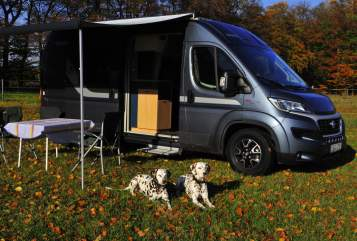 Hire a motorhome in Bielefeld from private owners| Knaus Callemia