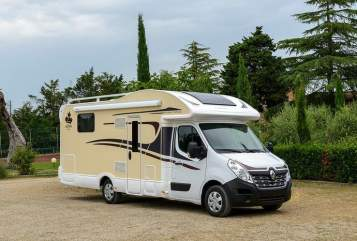Hire a motorhome in Düsseldorf from private owners| Ahorn  Jasmin & Alex