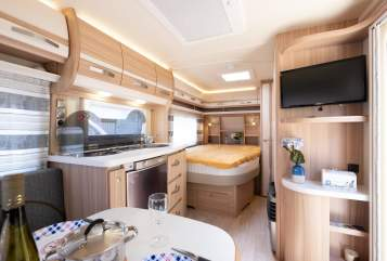 Hire a motorhome in Westervoort from private owners| Fendt Bianco Fendt uit 2018