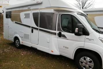 Hire a motorhome in Drebach from private owners| Carado  Nadja