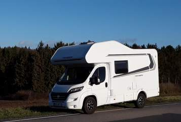 Hire a motorhome in Schönkirchen from private owners| Weinsberg  Knuth