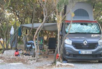 Hire a motorhome in Bergisch Gladbach from private owners| Renault Trafic Trafiti