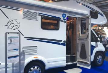 Hire a motorhome in Wesseling from private owners| Knaus Luxus Knausi
