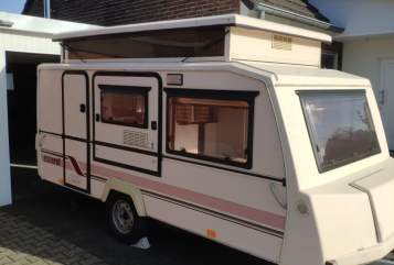 Hire a motorhome in Neukirchen-Vluyn from private owners| Esterel Hubbi