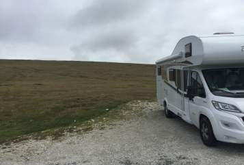 Hire a motorhome in Berlin from private owners| Carado A464 Springie