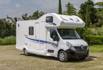 Hire a motorhome in Sigmaringendorf from private owners| Ahorn Stauraumriese