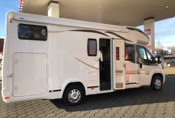 Hire a motorhome in Almere from private owners| Benimar  Vrijheid