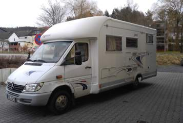 Hire a motorhome in Taunusstein from private owners| Frankia Otto