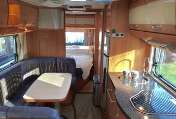 Hire a motorhome in Georgsmarienhütte from private owners| Hymer Eriba Familiensuite 1