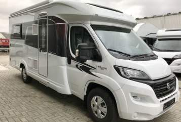 Hire a motorhome in Göttingen from private owners| Hobby Hobbit