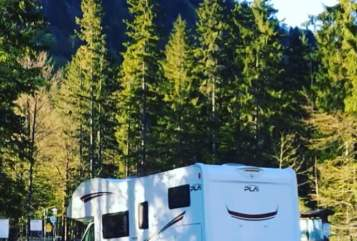 Hire a motorhome in Allershausen from private owners| PLA Leylaysusgemela