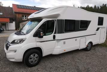 Hire a motorhome in Beratzhausen from private owners| Adria Adriano