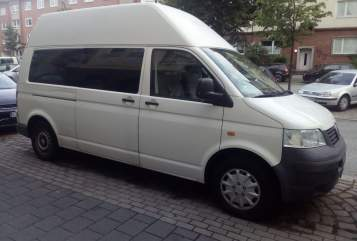 Hire a motorhome in Kiel from private owners| VW T5 Familybus