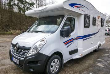 Hire a motorhome in Weinstadt from private owners| Ahorn Globetrotter