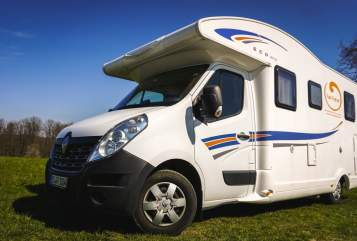 Hire a motorhome in Esslingen am Neckar from private owners| Ahorn Globetrotter