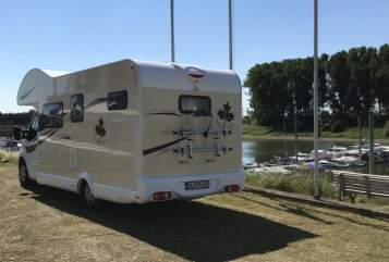 Hire a motorhome in Duisburg from private owners| Ahorn Happy Paris