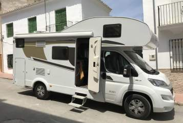Hire a motorhome in Berlin from private owners| Carado TakaTuka Hütte