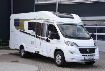 Hire a motorhome in Verbandsgemeinde Kelberg from private owners| Carado Sabine 1
