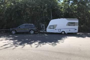 Hire a motorhome in Schwetzingen from private owners| Bürstner Hightower