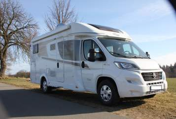Hire a motorhome in Vellahn from private owners| Carado Rolfi
