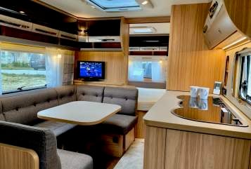 Hire a motorhome in Georgsmarienhütte from private owners| Hymer Eriba Familiensuite 2