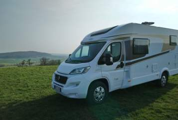 Hire a motorhome in Büdingen from private owners| Carado Joli