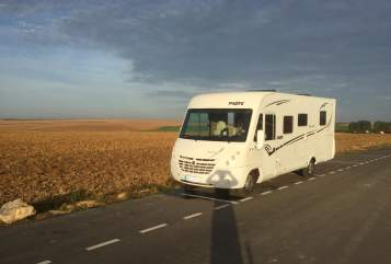 Hire a motorhome in Mühlenbecker Land from private owners| Pilote Flotte Lotte