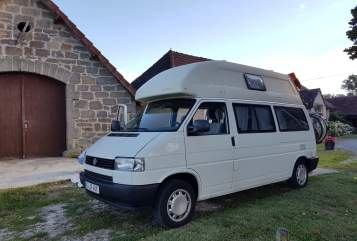 Hire a motorhome in Bönningstedt from private owners| VW Surfana Van