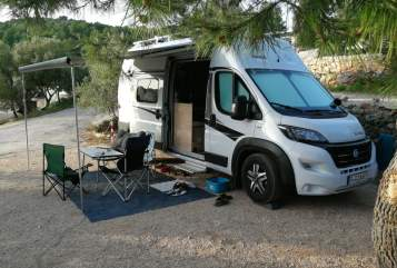 Hire a motorhome in Lappersdorf from private owners| Knaus New Hollister