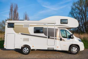 Hire a motorhome in Düsseldorf from private owners| Carado Maxi A 361 2019