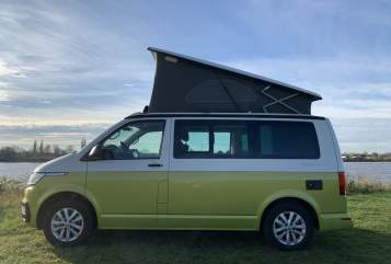 Hire a motorhome in Hamburg from private owners| VW Alice Green