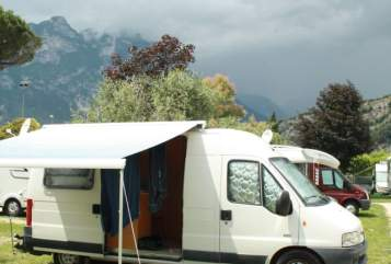 Hire a motorhome in Frankfurt am Main from private owners| Peugeot Hubi