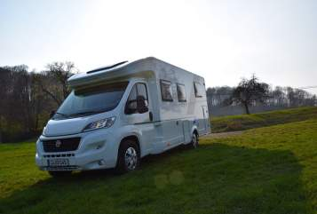 Hire a motorhome in Jena from private owners| Lun Living Groot